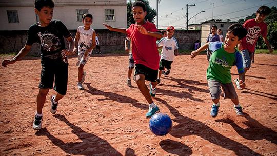 SAO PAULO, SP - 01 ABRIL 2013: Fotos para o Relatório da Nike Designed to Move, na comunidade do Capão Redondo. (foto: bruno fernandes).